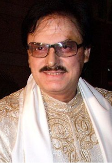 Sanjay Khan age, family, actor, young, movies, photo gallery, songs, tipu sultan, house, zarine, wiki, biography