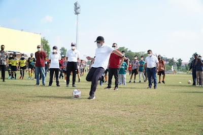 Herman Deru Gulirkan  Turnamen Sepakbola U-14 dan Women Sriwijaya FC Championship