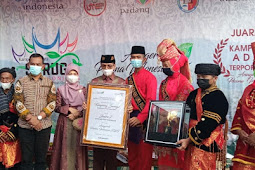 Safaruddin Bandaro Rajo Serahkan Penghargaan API 2020 untuk Lima Puluh Kota ke Koto Tinggi