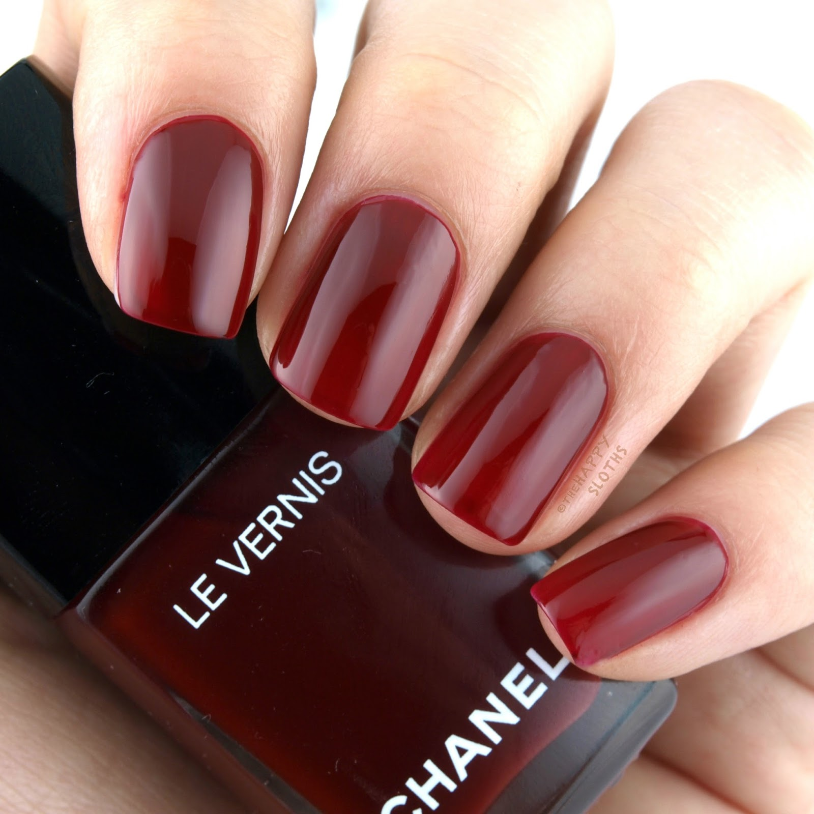 Chanel Spring 2017 Le Vernis 572 Emblematique: Review and Swatches