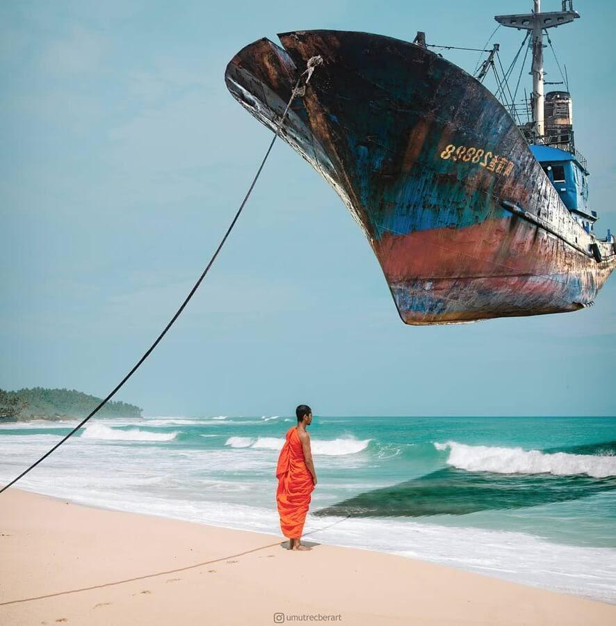 02-The-flying-ship-Umut-Recber-www-designstack-co