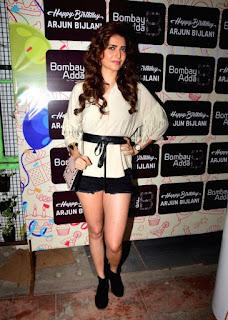 Kriti Kharbanda Long Legs Show Pos In Mini White Dress (2)