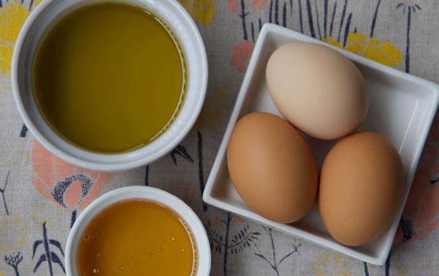 ماسك العسل وزيت الزيتون والبيض لتغذية الوجه