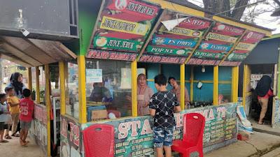 Rayakan HUT RI, Komunitas Penjual LapMer Ajangale Sediakan Makanan dan Minuman Gratis Bagi Peserta Upacara
