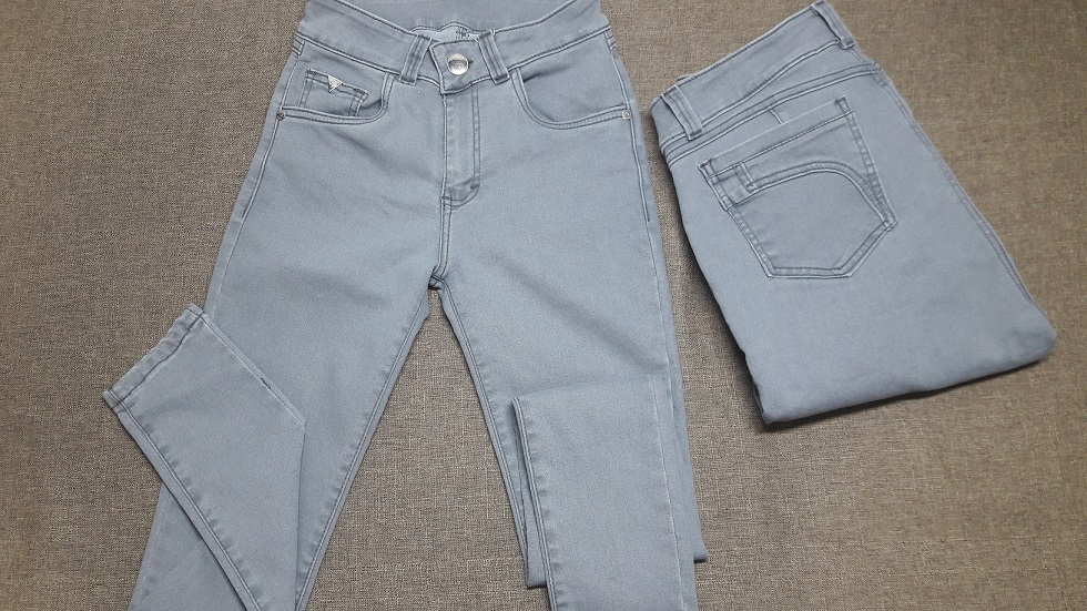 Modelo #  38 – Pantalon Tono Gris pretina delgada,