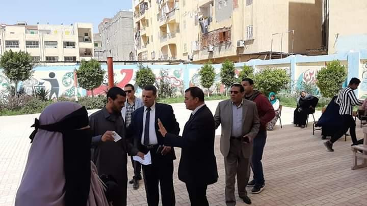 رشوان يشرف علي توزيع التابلت بعدد 3 من مدارس الثانوي بأبو حمص