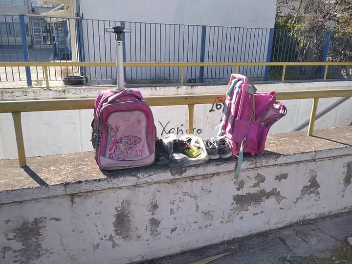 Μία ωραία κίνηση είδαμε έξω από σχολείο της Χαλκίδας. Μία οικογένεια έκανε κάτι το αξιόλογο.