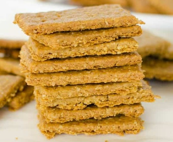 Crispy Crunchy Chickpea and Oat Crackers #healthy #snack
