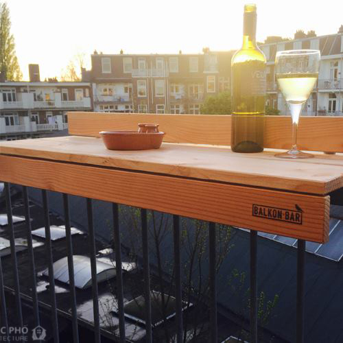 Cách tạo một quầy mini-bar độc đáo từ lan can sân thượng.