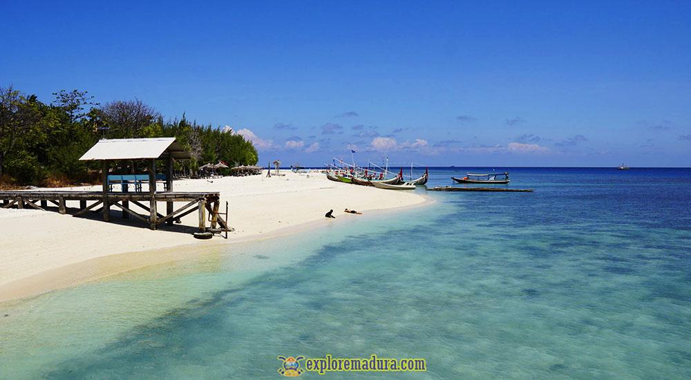 pantai sembilan di gili genting sumenep madura