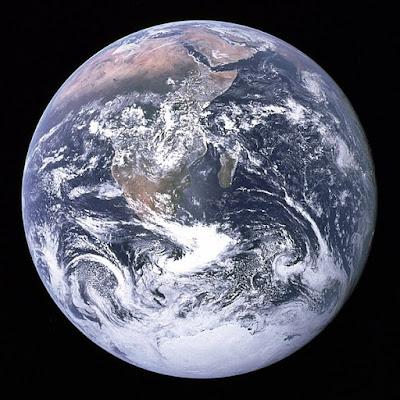 First Picture of Earth in Hindi | धरती(पृथ्वी) के बारे में 42 रोचक तथ्य