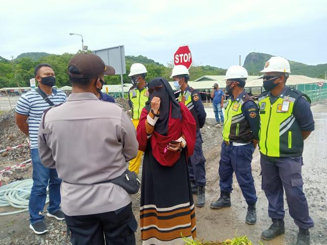 Merasa Dibohongi, Masyarakat Maluk Blokade Gate PT. AMNT