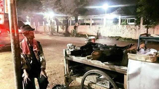 Kisah Penjual Serabi Yang Tetap Semangat Berjualan Meski Sepi Pembeli