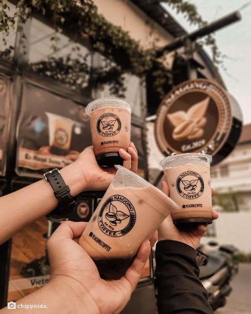 njagong coffee ayam geprek klasik kuliner surabaya foodies blogger sby  timur rungkut ngagel chippeido influencer food endorsement selebgram