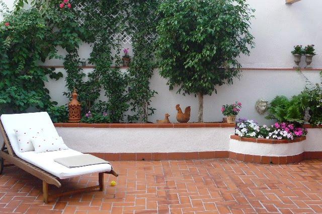 Una terraza convertida en jard n guia de jardin for Planta arbustos para jardineras