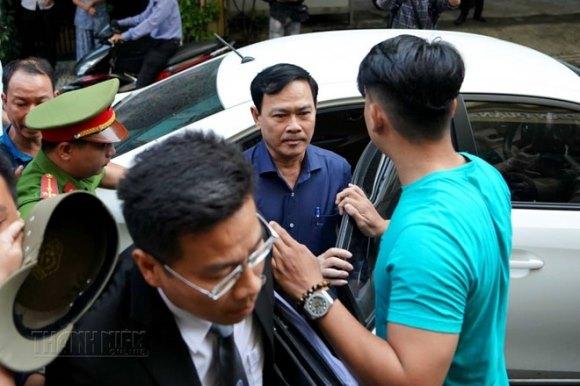 Tòa án xét xử Nguyễn Hữu Linh tội dâm ô 5
