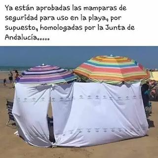 Sombrillas de playa con sábanas