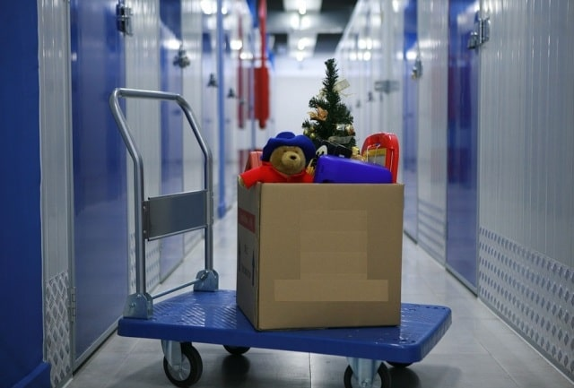 self-storage-facilities-store-junk-storing-unit