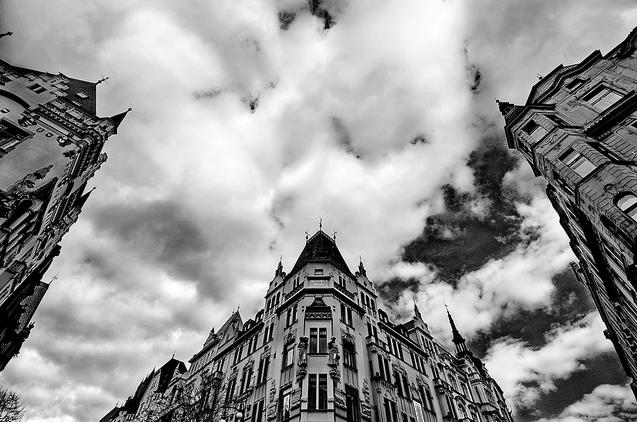 La hermosa ciudad de Praga foto blanco y negro