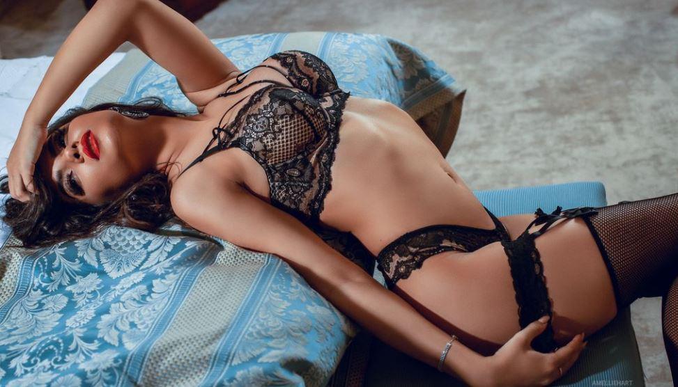 AmellieHart Model GlamourCams