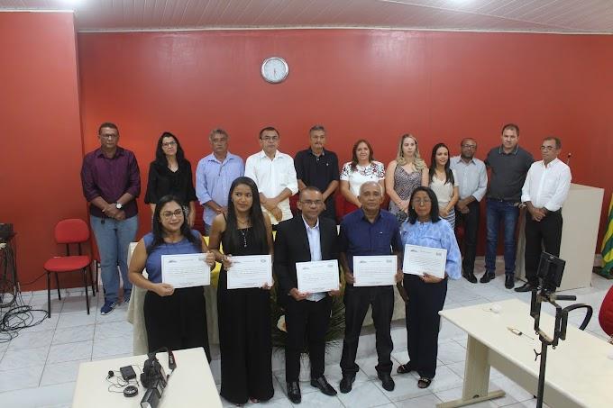 Novos Conselheiros Tutelares de Elesbão Veloso tomam posse durante cerimônia na Câmara Municipal.