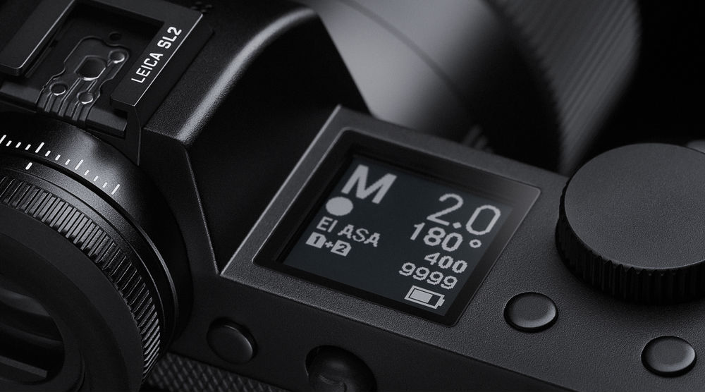 Экран на верхней панели в камере Leica SL2