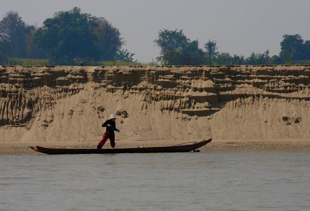Pêcheur sur le Mékong - Laos Photographie par Akuppa John Wigham