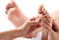 Come posso eliminare la sporgenza ossea presente sui piedi?
