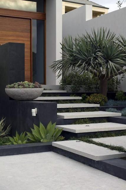 Desain Tangga Depan Rumah Minimalis