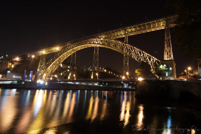 Vista del Puente de Luis I de noche