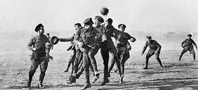 Έγινε στα αλήθεια ποδοσφαιρικός αγώνας τα Χριστούγεννα στο μέτωπο του Α΄ Παγκοσμίου Πολέμου;