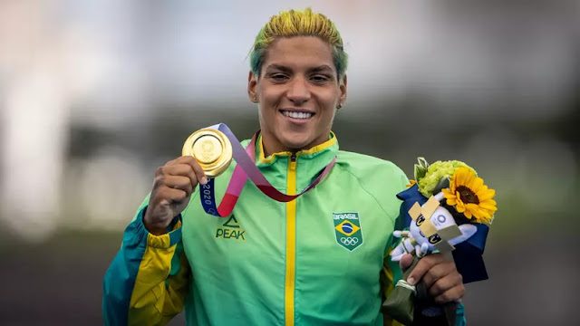 É Ouro! Ana Marcela Cunha é campeã olímpica na maratona aquática em Tóquio