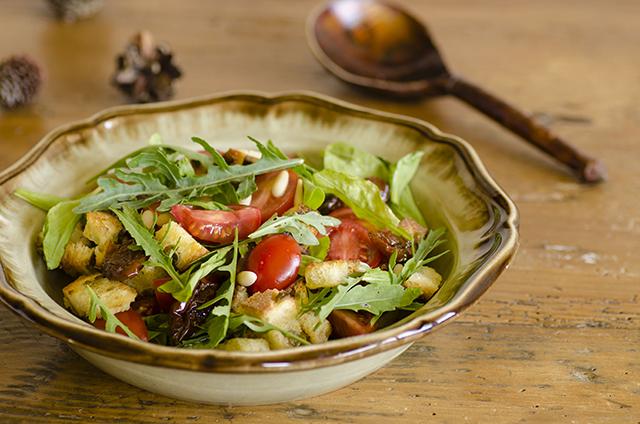 Insalata di pomodorini freschi e sott'olio e timo
