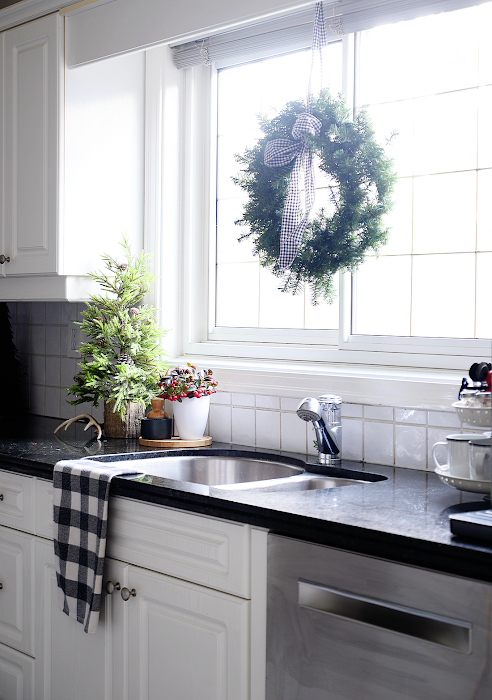 simple kitchen christmas decor, easy kitchen christmas decorations