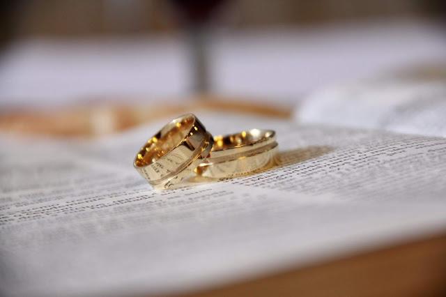 obrączki ślubne - klasyczne obrączki ślubne - jak zorganizować ślub - jak zorganizować wesele - co zmieniłabym w dniu swojego ślubu -ekokarat.pl