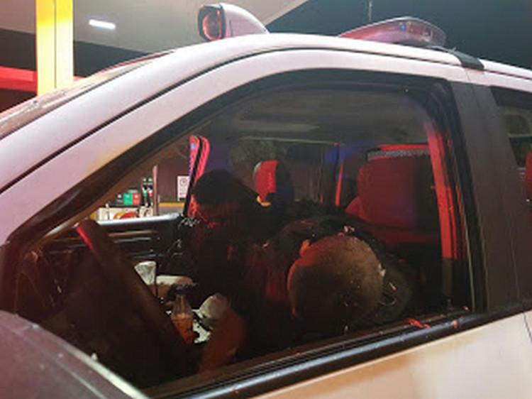 Sicarios rafagean a comandante policíaco y su escolta en San Pedro Monterrey.