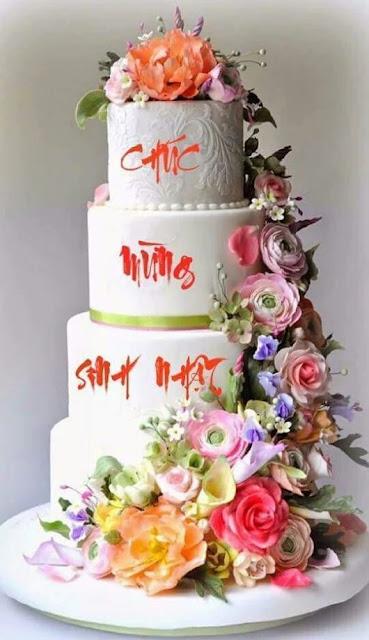 bánh sinh nhật với hoa cách điệu