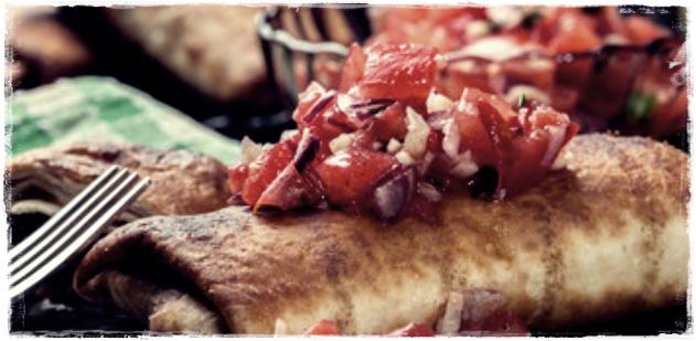 Talvez você estranhe o nome, mas o sabor é sensacional. Chimichanga, muito comum no Sudoeste americano, é uma variação de um prato tradicional do México chamado burrito, que consiste em uma tortilha de milho assada, na qual colocamos recheios variados. A chimichanga é muito parecida, porém é frita em vez de assada, e a tortilha é feita de farinha de trigo. Há controvérsias a respeito da origem desse prato, pois alguns dizem que surgiu no México, outros no Arizona, embora a receita faça parte da culinária tex-mex (junção de Texas e México). Confira essa deliciosa receita.