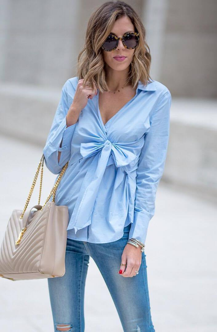 fashionable outfit idea / blue blouse + nude bag + skinny jeans