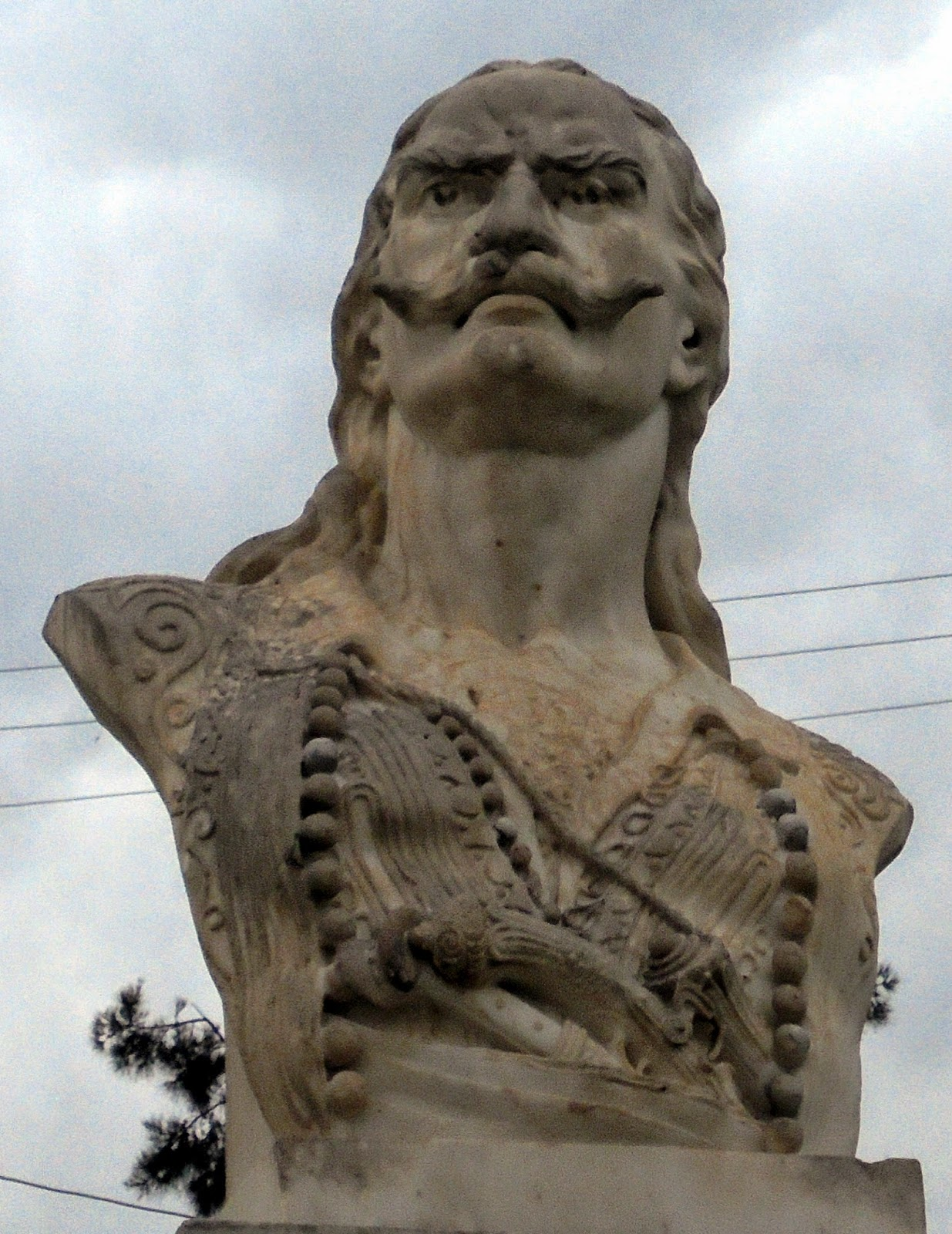 προτομή του Γρηγόρη Λιακατά στο Αιτωλικό