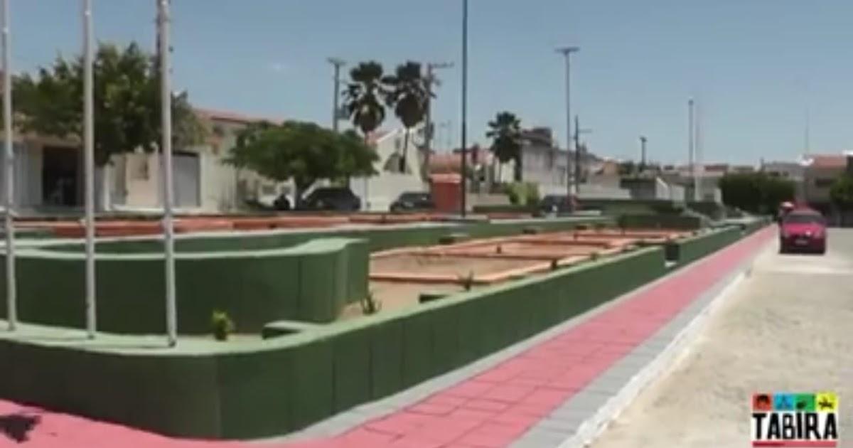 Resultado de imagem para praça em frente a prefeitura de tabira