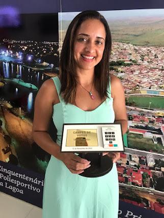 Itapetinga- Vereadora mais votada recebe  homenagem  da AzWork