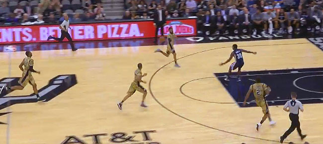 San Antonio Spurs Go Full-Court Without Dribbling! (VIDEO)