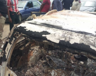 NEWS: Gunmen kill two policemen and burn five police vehicles in Akwa Ibom (Photos)