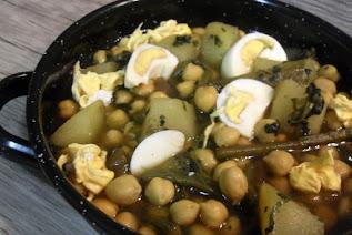 Guiso de garbanzos con patatas, borraja y huevo