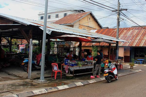 Mercado nocturno de Savannakhet