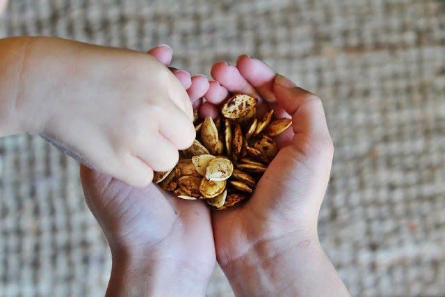 Maple Spice roasted pumpkin seeds on Work it Mommy blog