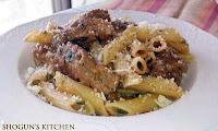 Μακαρόνια με χοιρινό κατσαρόλας με φασκόμηλο και θρούμπι - by https://syntages-faghtwn.blogspot.gr