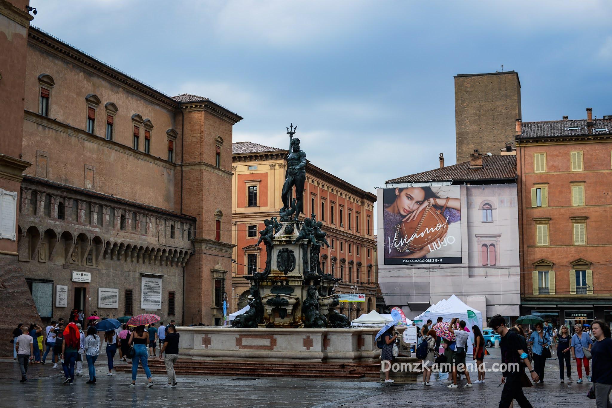 Bologna Piazza Maggiore, Dom z Kamienia blog