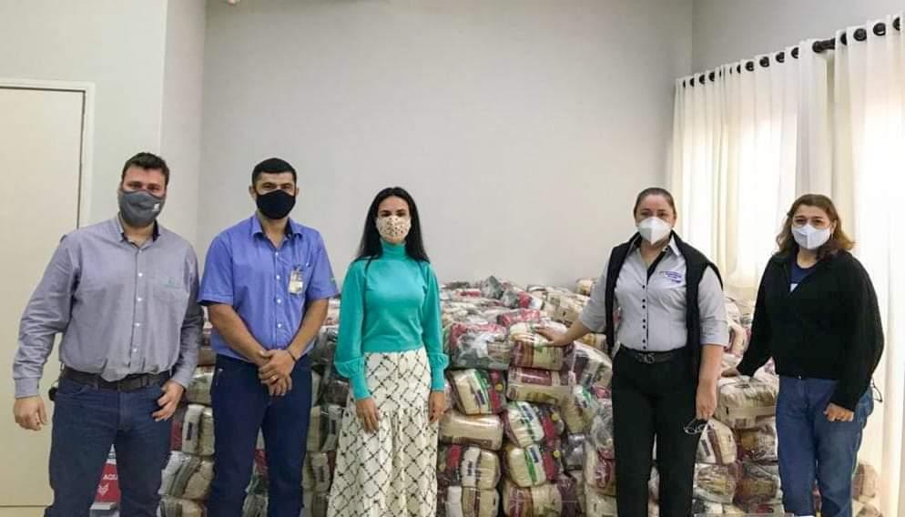 Coopercana doa 300 cestas básicas para famílias carentes de Severínia